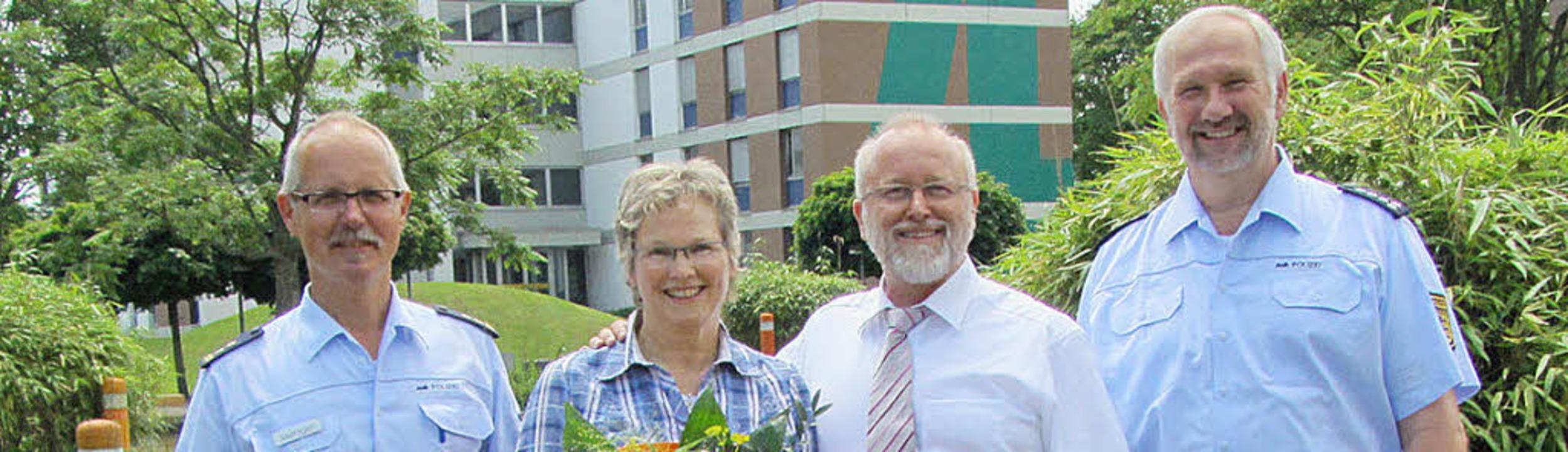 Mit Dank verabschiedeten Joachim Metzg...sar Michael Katz, hier mit Frau Rose.   | Foto: bepo