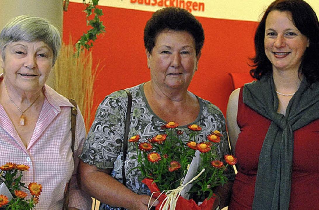 Die kommissarische Leiterin der Rheuma...sberg und Elfriede Stumpf (von links).  | Foto: Ralph Fautz