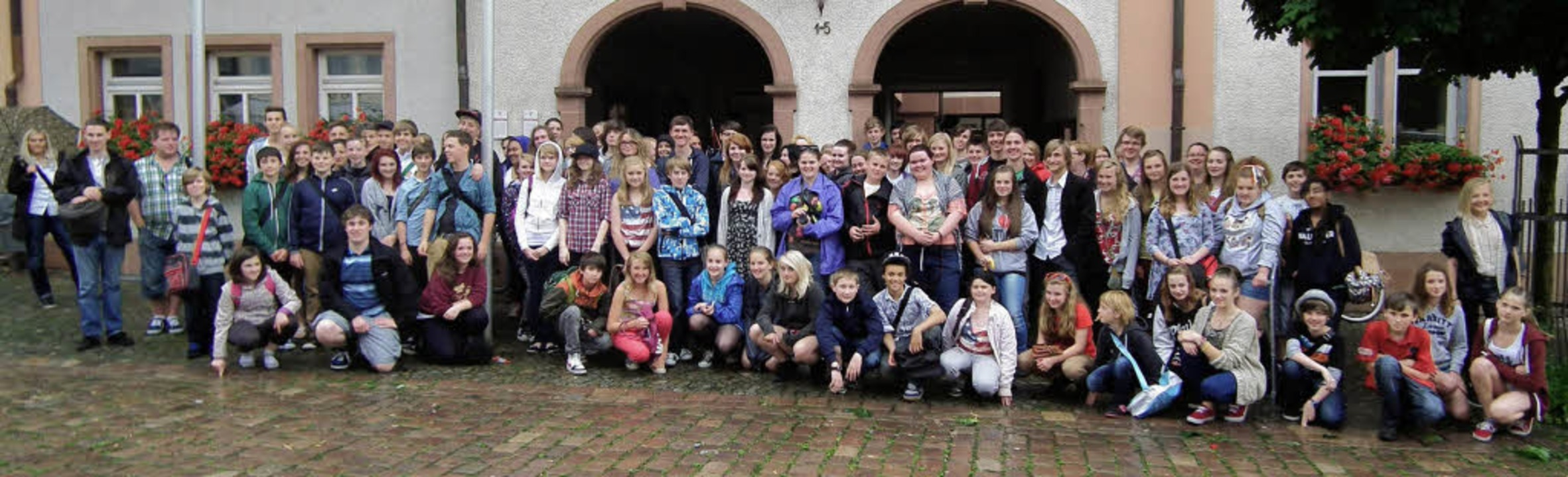 77 Schüler der Sir Robert Woodart Acad... ihr musikalisches Können unter Beweis  | Foto: Rebekka Sommer