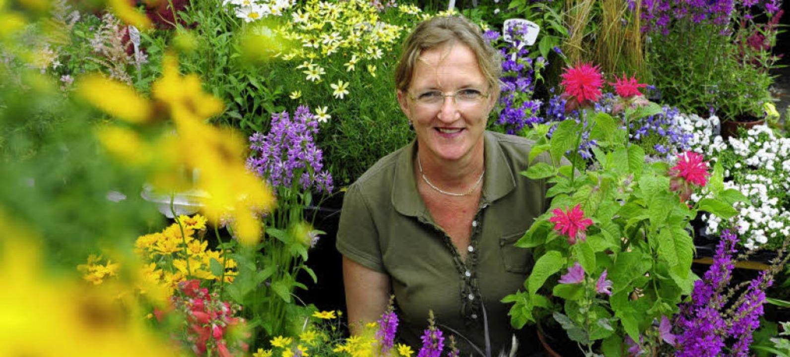 Mirjam Kost gibt das Blumenfachgeschäf...uf dem Münstermarkt  führt sie weiter.    Foto: Schneider