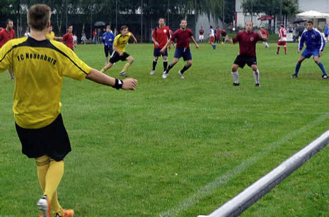 Wer schießt ein Tor? Spielszene beim  Jedermann-Fußballturnier in  Oberried.   | Foto: barbara Odrich-Rees