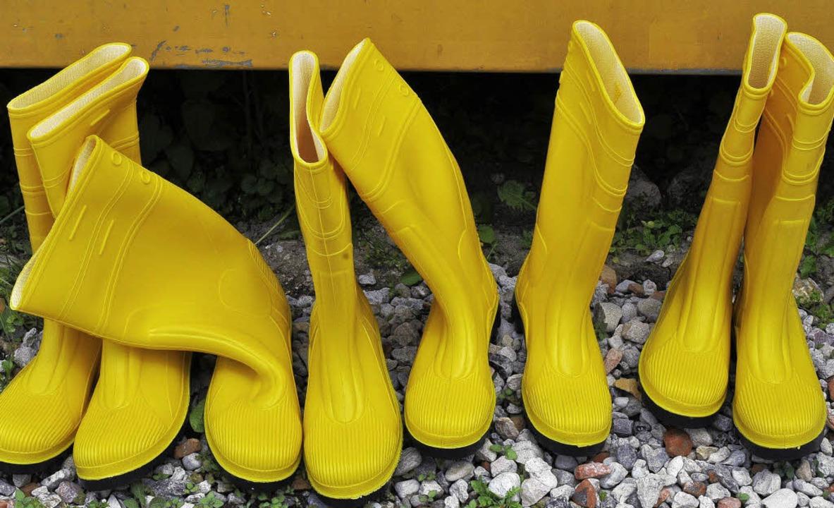 Gummistiefel schützen vor nassen Füsse...egenrückhaltebecken nicht geben soll.     Foto: Ingo Schneider