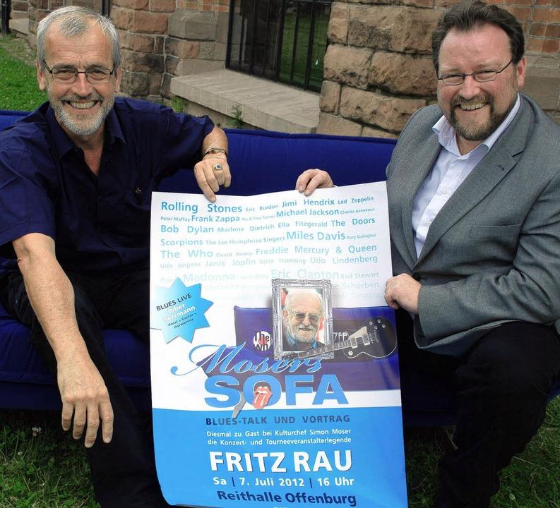 Alexander Heisler und Simon Moser mit dem Rau-Plakat.   | Foto: Siefke