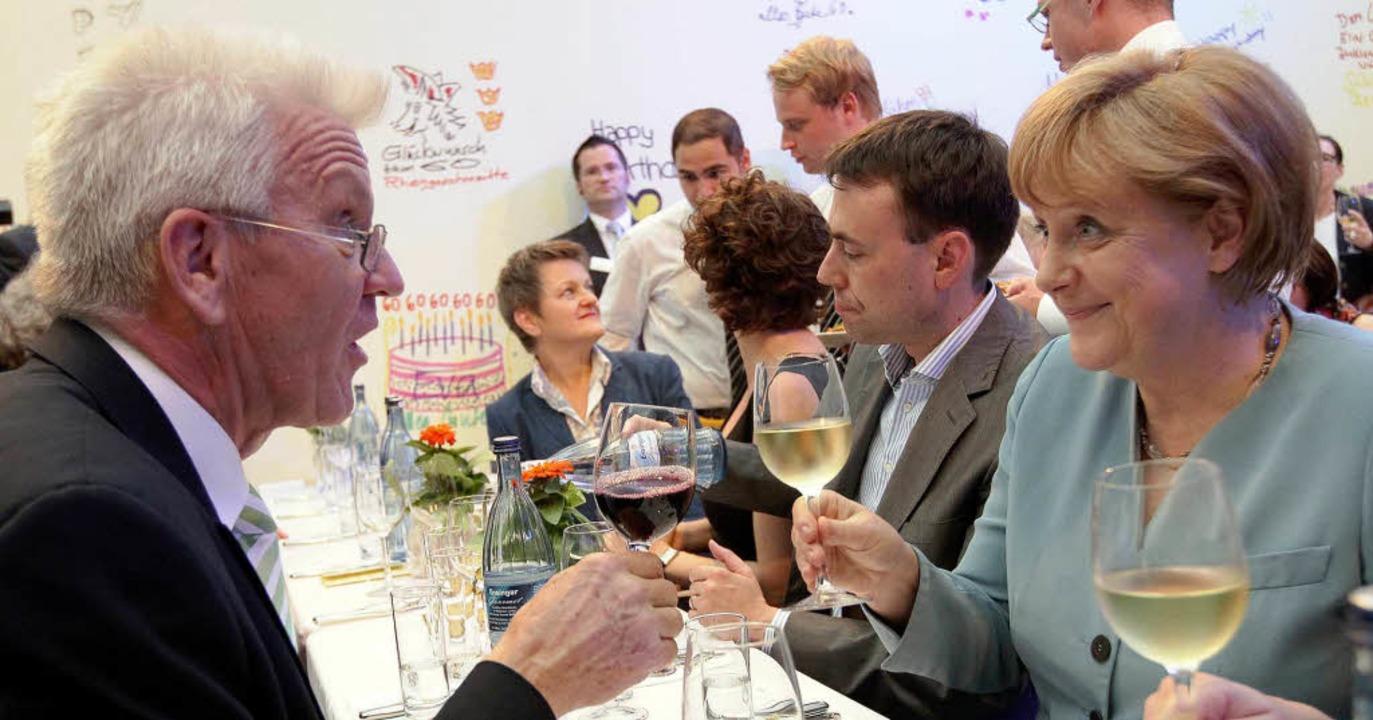 Rot-Weiß: Ministerpräsident Kretschman...id zieht offenbar  Mineralwasser vor.     Foto: dpa