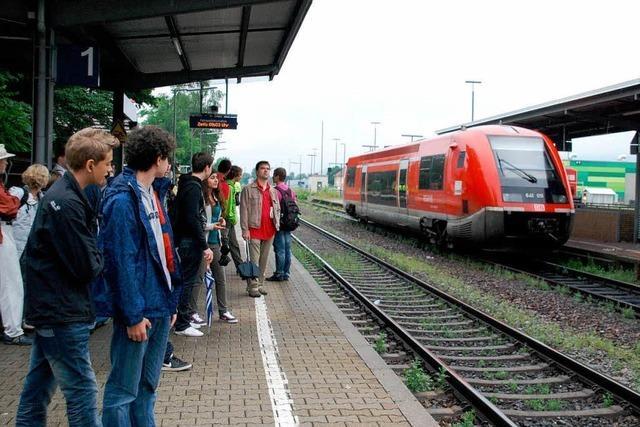 Erdrutsch blockiert Bahnstrecke - Land unter in Schwörstadt