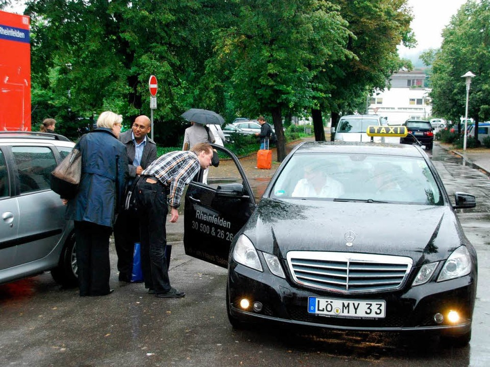 Das Taxi als Alternative zur Bahn.  | Foto: Ralf Staub