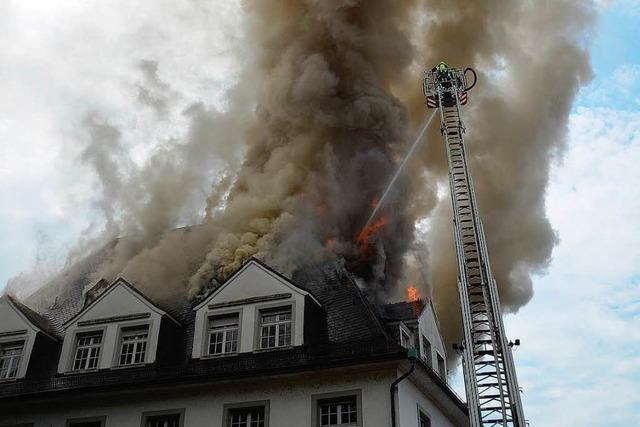 Villa Bauer: Ermittlungen nach Brand – Bausubstanz schwer beschädigt
