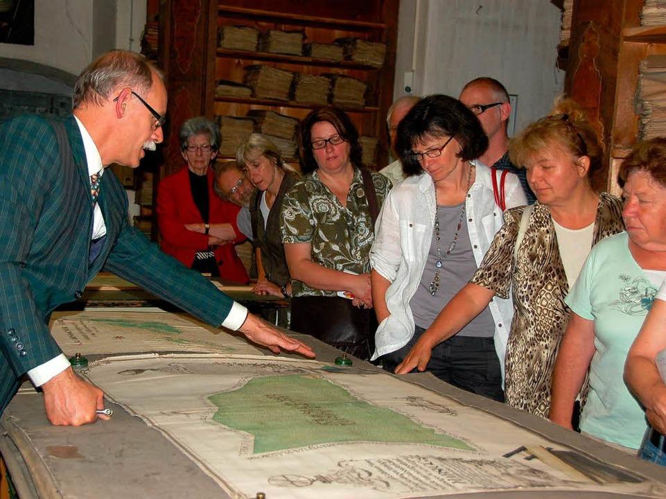 Dr. Andreas Wilts führte so vergnüglic...ürstenbergische Archiv Donaueschingen.  | Foto: Binner-Schwarz