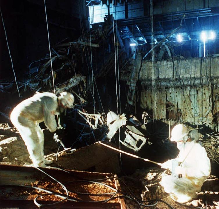 Lebensgefährliche Strahlung: Bergungsm...r Reaktorkatastrophe von Tschernobyl.   | Foto: DPA/Freudig