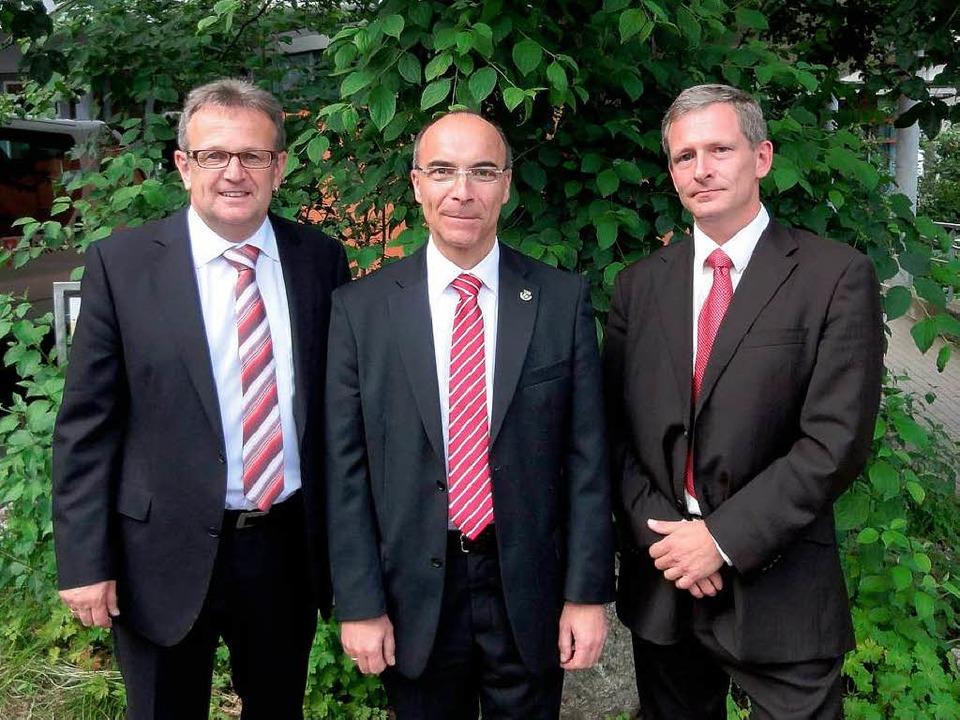 Roland Tibi (Mitte) ist neuer Bürgerme...(links) mussten sich geschlagen geben.  | Foto: Thomas Steimer