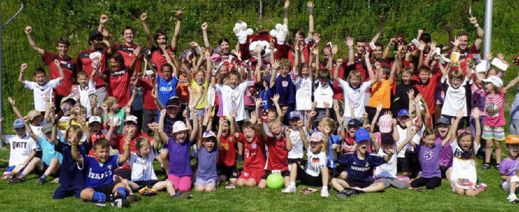 Spaß mit der Fußballschule des SC Freiburg hatten die Kinder in Kiechlinsbergen.  | Foto: Christel Hülter-hassler
