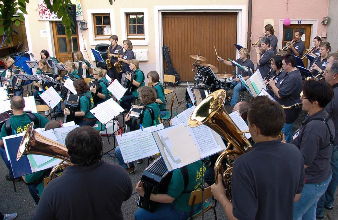 Den musikalischen Schlusspunkt unter d...und Stadtmusik im schönen Judenwinkel.  | Foto: Binner-schwarz