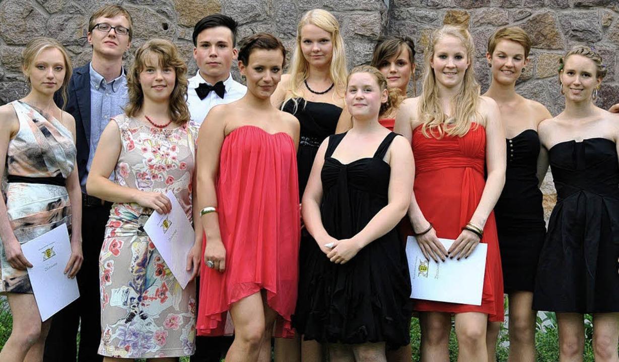 Die Preisträger unter den Abiturienten...r, Anne Schmidtke und Blanda Wielandt   | Foto: Ralph Fautz