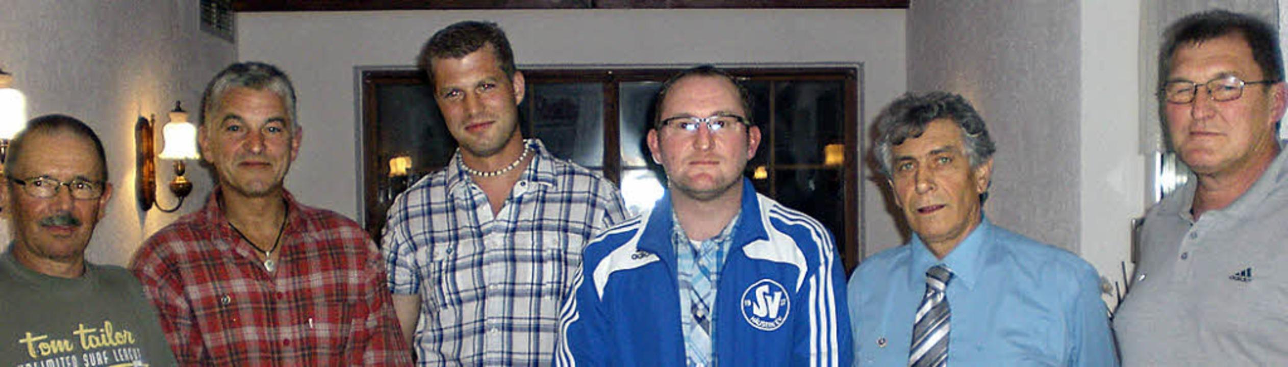 Die Geehrten (von links): Leopold Baye...es Sportvereins Michael Herr (Mitte).   | Foto: Monika Warm