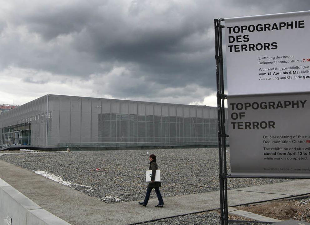 Ein Schuppen für die Täter: Das 2010 eröffnete Dokumentationszentrum    | Foto: dpa