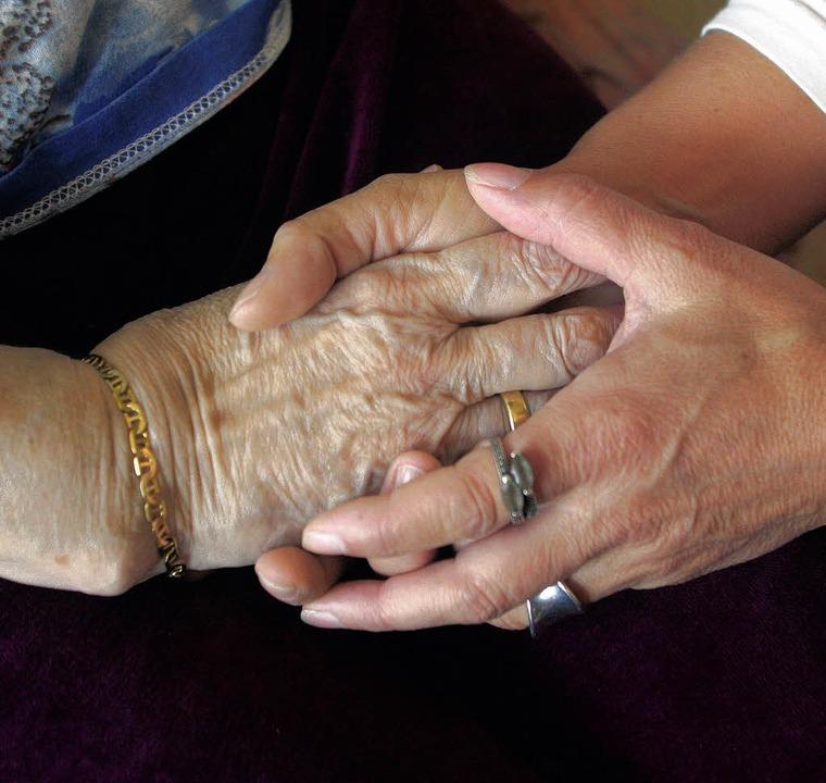 Häusliche Pflege und Berufstätigkeit i...immer einfach in Einklang zu bringen.   | Foto: dpa
