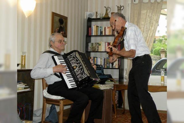 Zwei Schweizer mit Freude am Musizieren