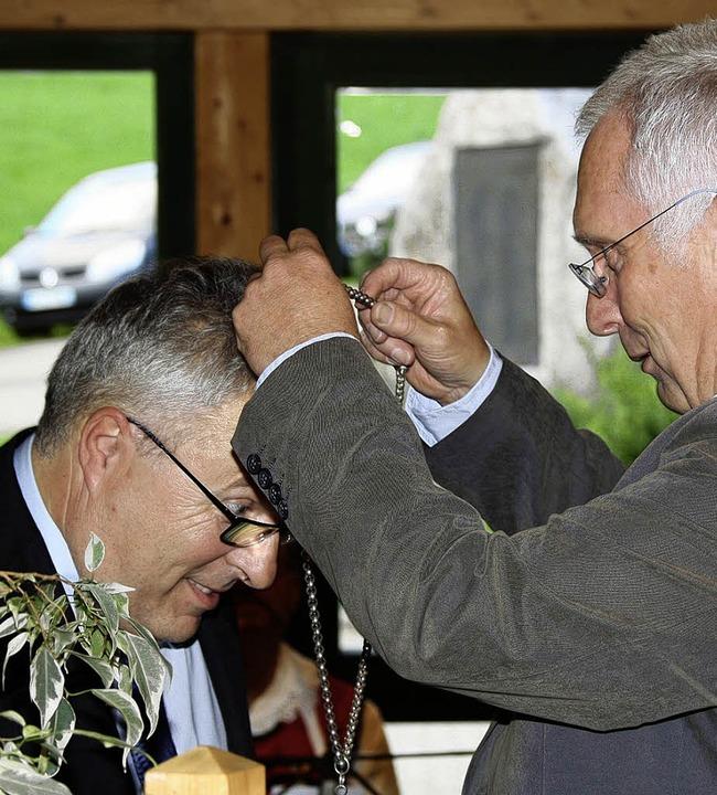 Bürgermeisterstellvertreter Helmut Eck...ge zuvor die Achillessehne angerissen.    Foto: Katja Mielcarek