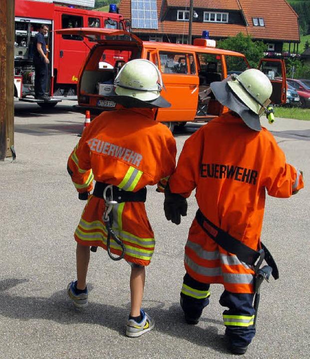 Wo brennt es ? Auf geht's zum Ei...ts die Feuerwehr kennen gelernt haben.    Foto: Ulrike Spiegelhalter