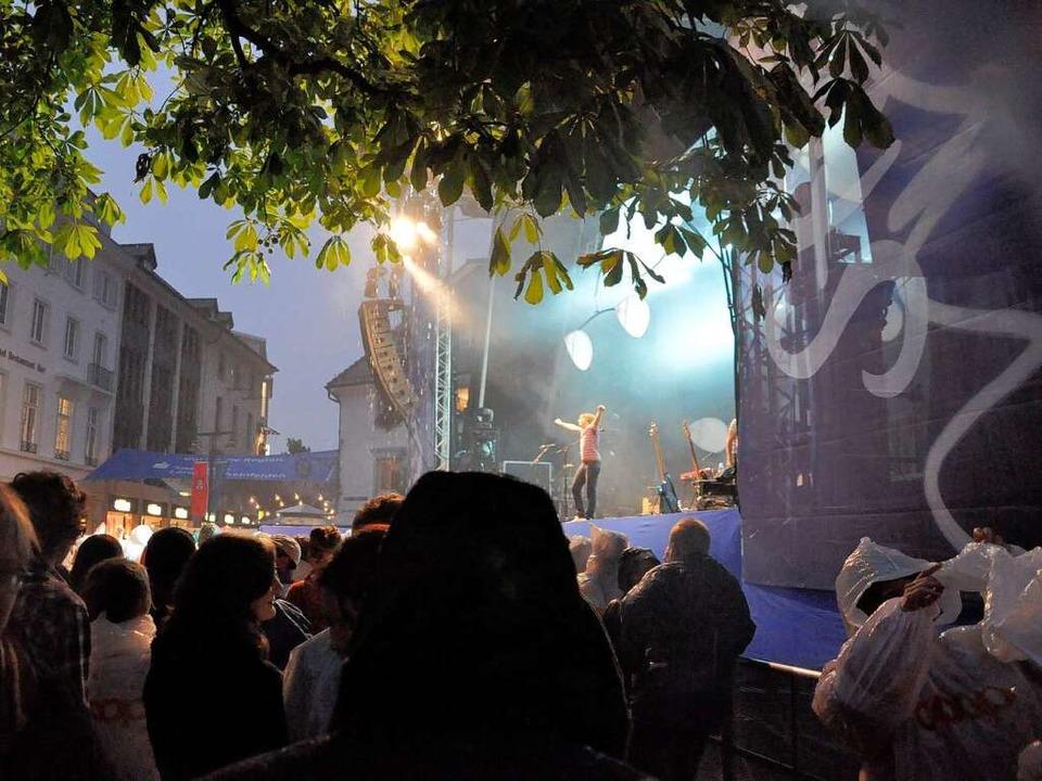 """Am Marktplatz gelingt es """"Stimme...ische Ausnahmezustände zu schaffen.       Foto: Barbara Ruda (3)/BZ"""