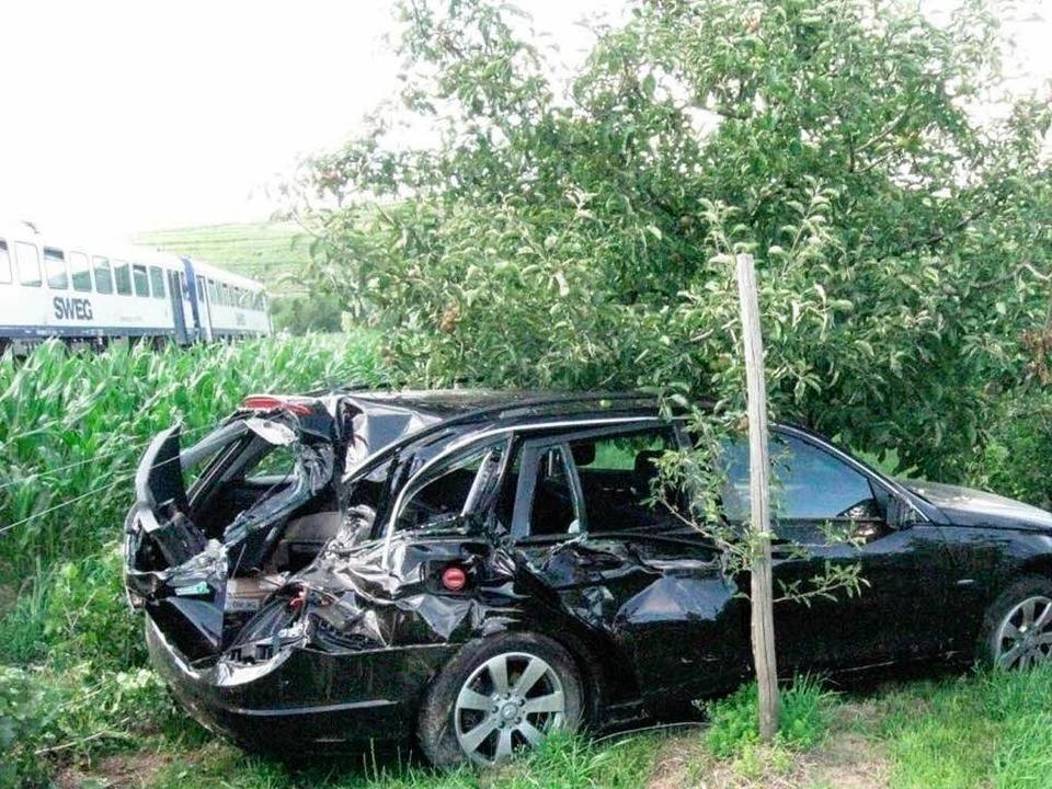 Glück im Unglück hatte der Fahrer dies...mit einem Regionalzug nicht verletzt.   | Foto: Polizei
