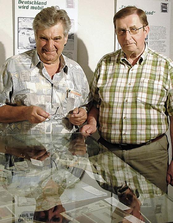 Rigobert Bubeck (links) zusammen mit P...der Ausstellung im Haus Fischerzunft.   | Foto: Fautz