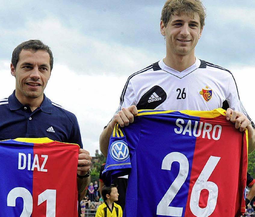 Kosteten  Millionen:  Marcelo Diaz und Gastón Sauro, die Neuen aus Südamerika  | Foto: Meinrad Schön