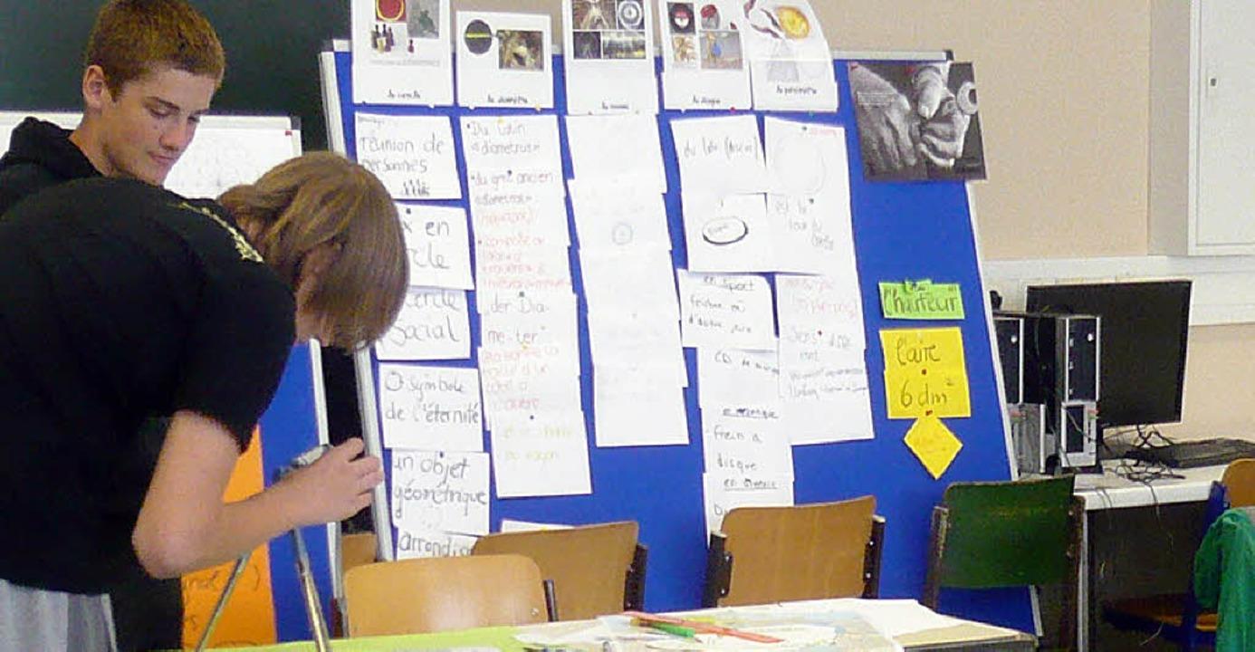 Neun Schüler der Hugo-Höfler-Realschul...den Kurzfilm über Mathematik gemacht.   | Foto: privat