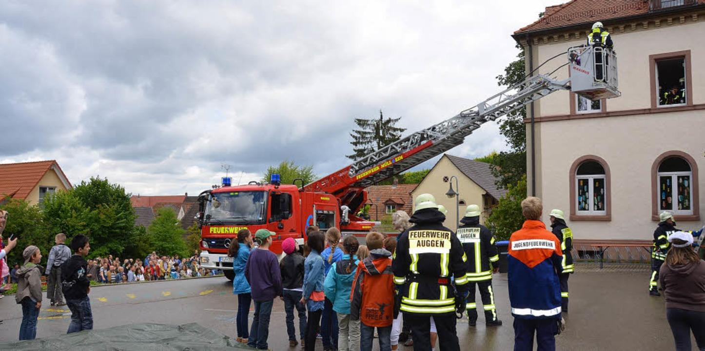 Bei der gestrigen  Feuerwehrübung in A... man sagen: Hurra, die Schule brennt.   | Foto: Sigrid Umiger