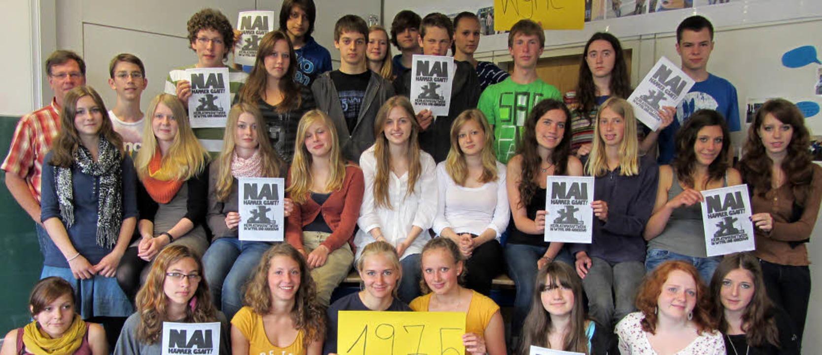 Die Klasse 9a des Kreisgymnasiums Hoch...undeszentrale für politische Bildung.   | Foto: Frank Dreger