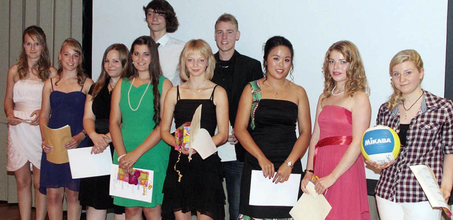 Die Preisträger bei der Abschlussfeier der Realschule am BiZ Ettenheim.  | Foto: Herbert Birkle