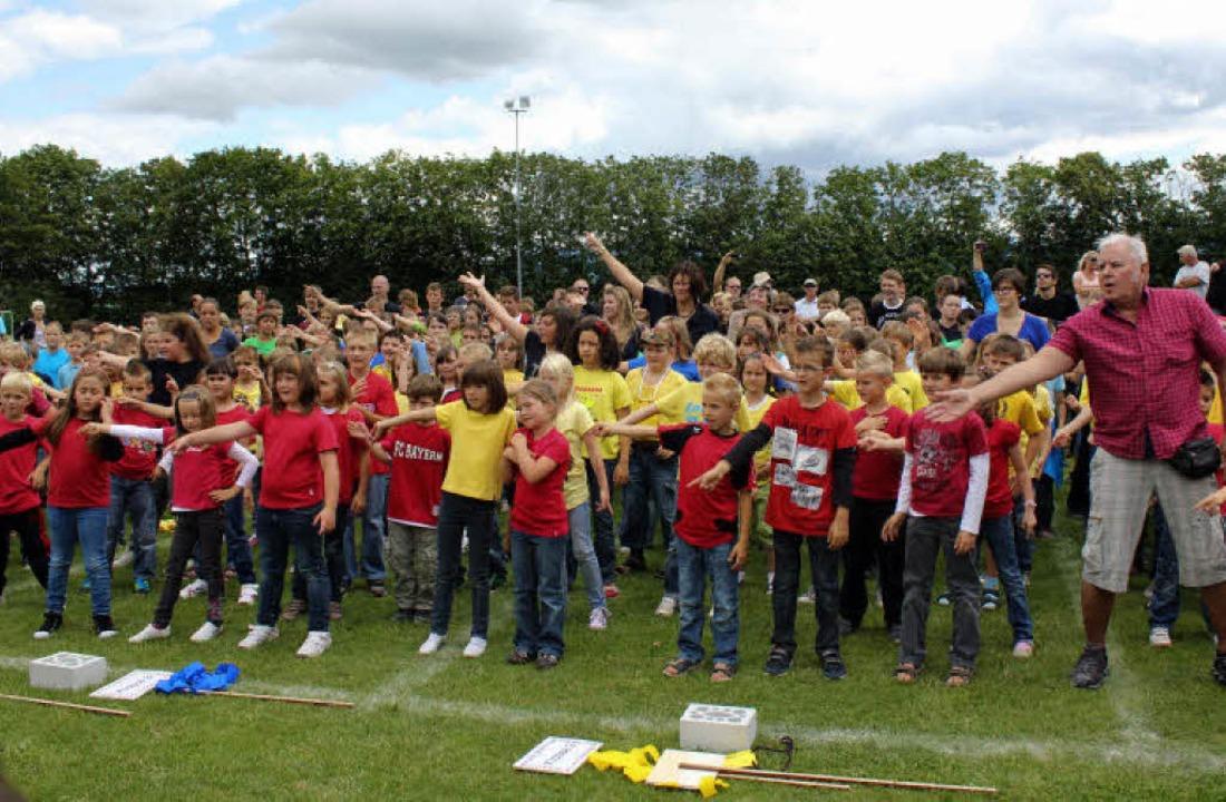 Die Kinder der Alemannenschule bei ihrem Eröffnungstanz.    Foto: O. Faller