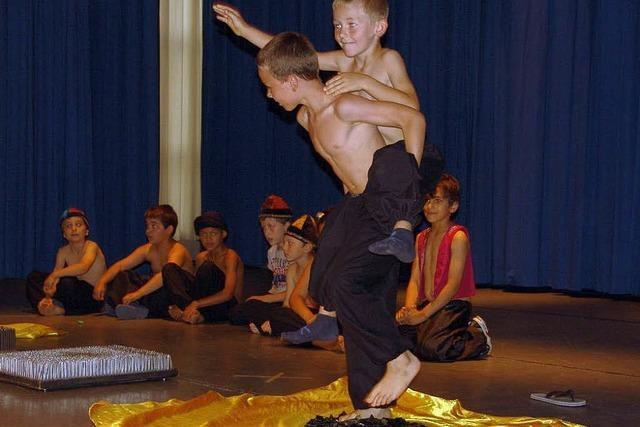 Schüler glänzen in der Zirkusmanege