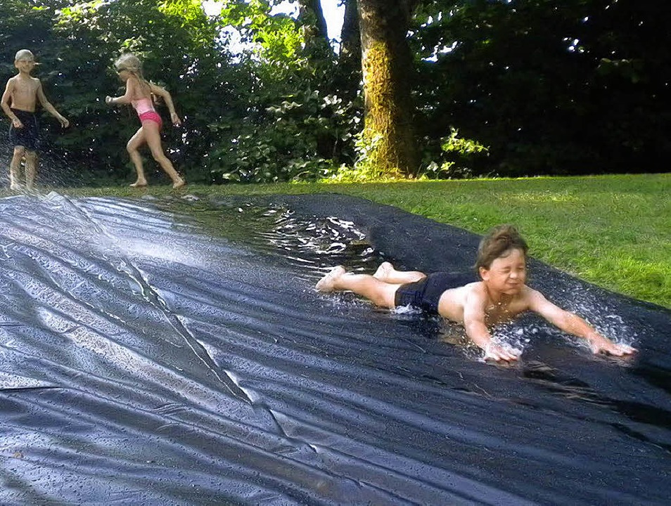 Jede Menge Aufgaben hatten die Schüler... auf der Wasserrutsche (großes Bild).   | Foto: Anja Brugger-Reinhardt
