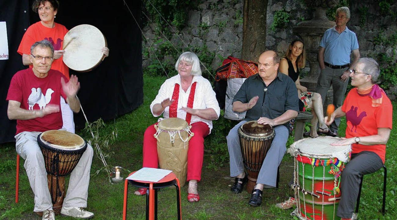 "Die Trommelgruppe ""Drom-el-dar&#...chenfest an der Freien Schule Elztal.   | Foto: Karin Heiss"