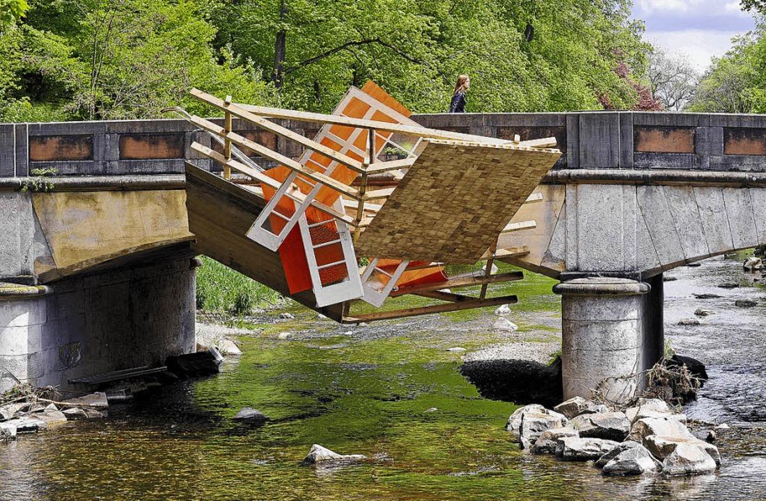 Irritiert: Installation von Paul Schwer an der Schützenbrücke.    Foto: Museum