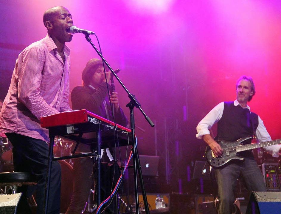 Beim Sommersound begeisterten Mike and...hford, Tim Howar und Mike Rutherford.   | Foto: Monika Weber (2)