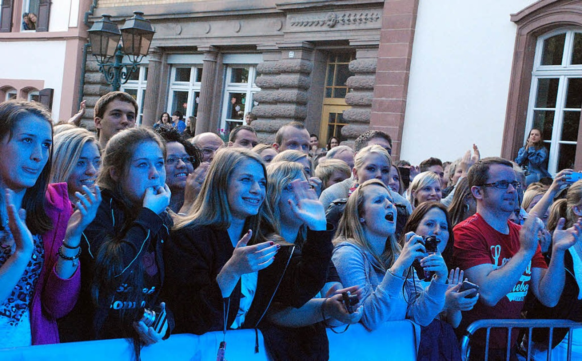 Jubel für Sarah Connor: Die treusten F... in der ersten Reihe stehen zu können.  | Foto: Maja Tolsdorf (3)