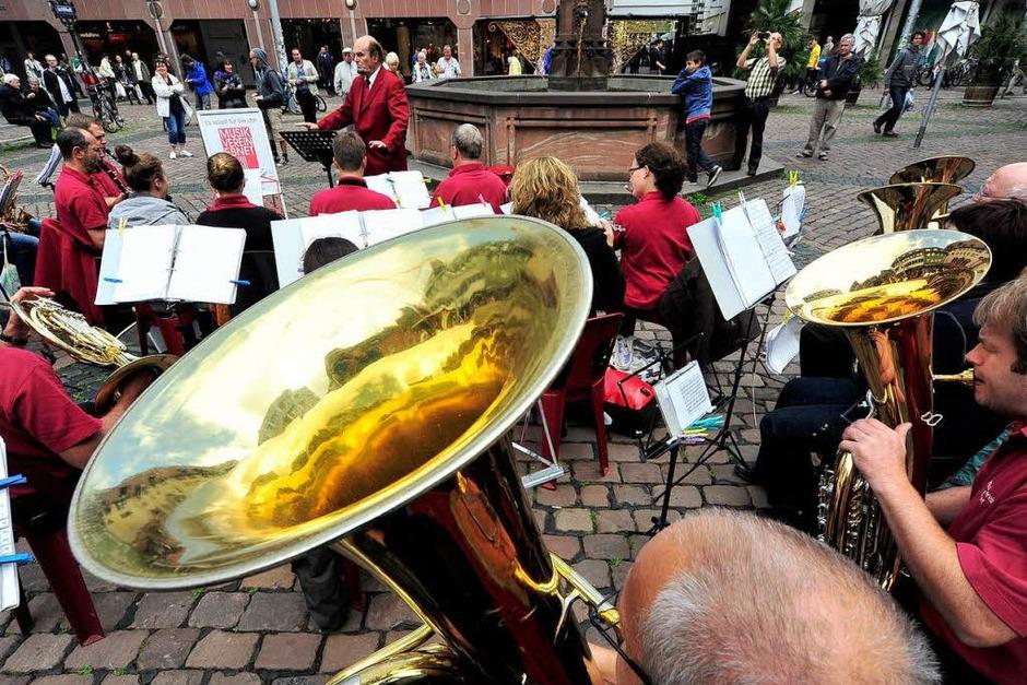 Freiburger Musikvereine spielen in der Freiburger Innenstadt (Foto: Thomas Kunz)