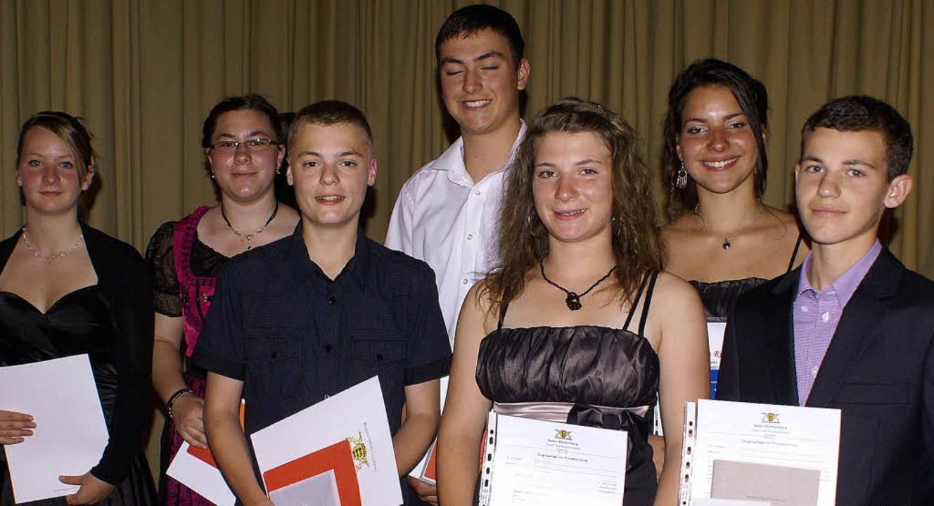 Die besten Schüler der neunten und zeh...Gierden, Alina Richly und Felix Flum.   | Foto: Werner Probst
