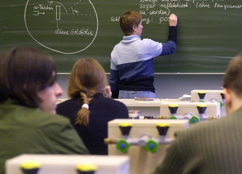 Physikunterricht bald ohne Lehrer? Die...nden Schulen im Kreis schlagen Alarm.     Foto: DAPD