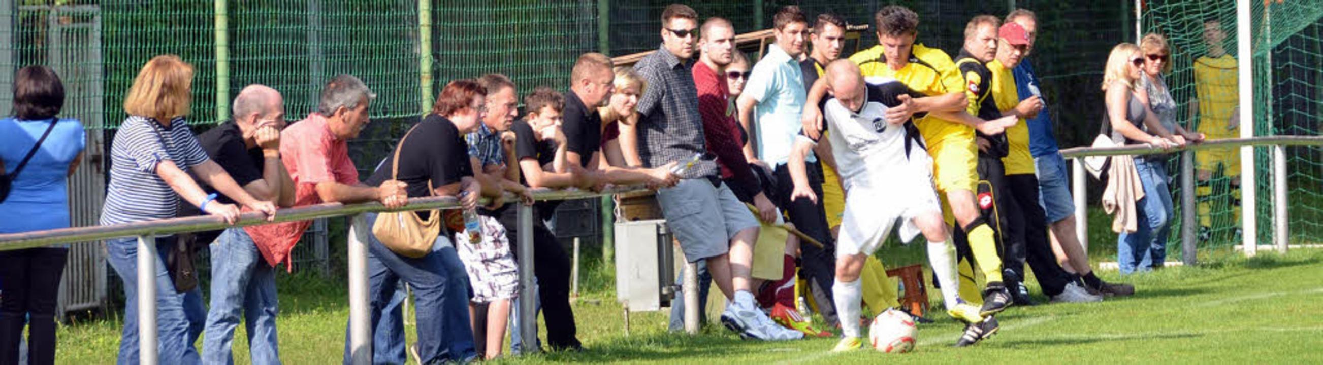 Hart gekämpft wurde bei den Turnieren der Haltinger Sportwoche um jeden Ball.     Foto: STEINECK