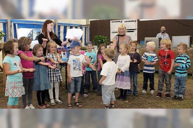 Dorffestler freuen sich über gute Tat