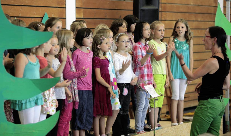 Beim Sommerfest der Grundschule Mieter...it Liedern, Aufführungen und Spielen.   | Foto: Christoph Breithaupt