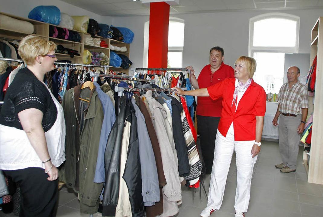 Der  Kleiderladen des Deutschen Roten ...iellen Einweihung überzeugen konnten.     Foto: Heidi Fössel