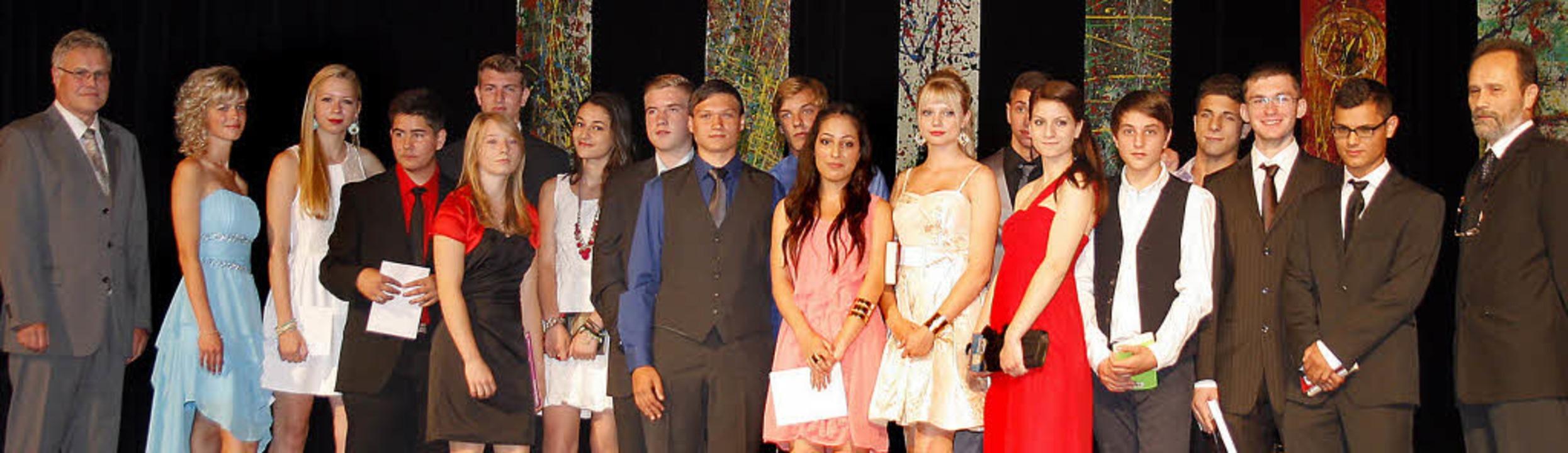 Die Preisträgerinnen und Preisträger a...ussjahrgang der Otto-Hahn-Realschule.   | Foto: Heidi Fössel