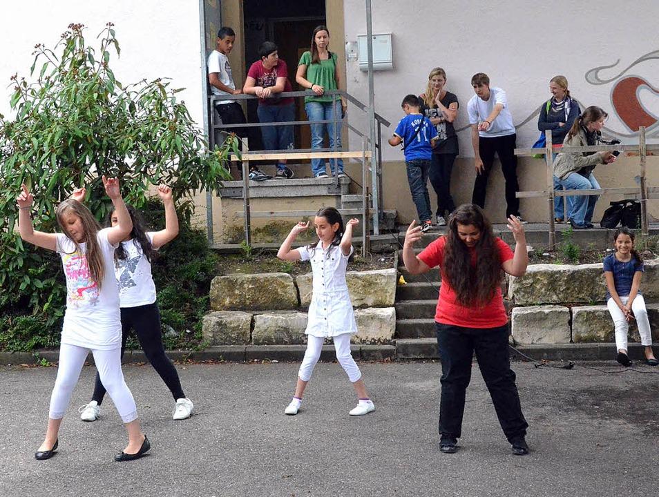 Fantasievolle Tänze, da macht das Mitmachen Spaß.     Foto: STEINECK
