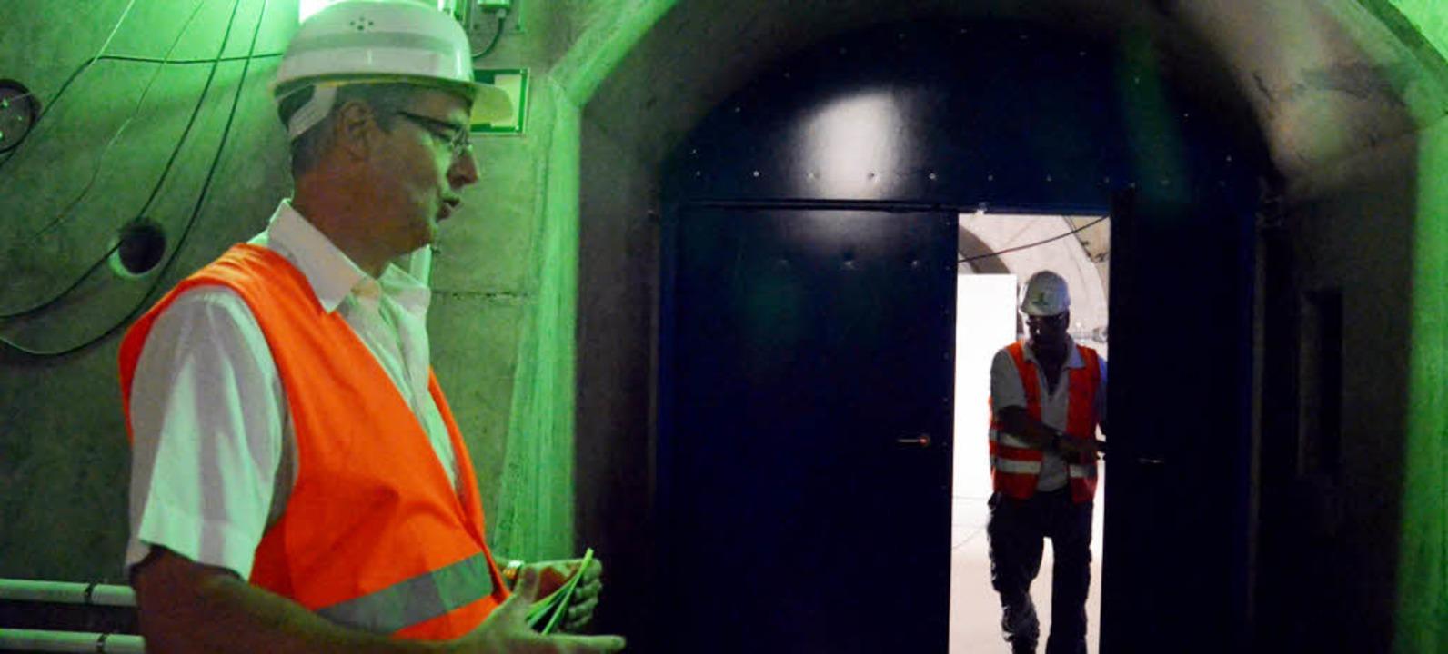 Für DB-Projektteamleiter Thomas Zieger...nelröhre zentral fürs Rettungskonzept.  | Foto: Langelott