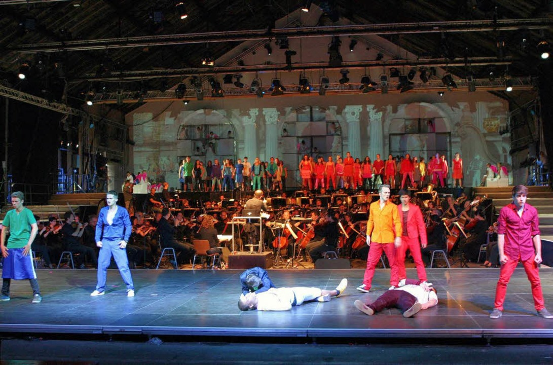 """Romeo feat. Julia"" in Freiburg: Montagues und Capulets.  | Foto: Wolfram Lamparter/SWR"