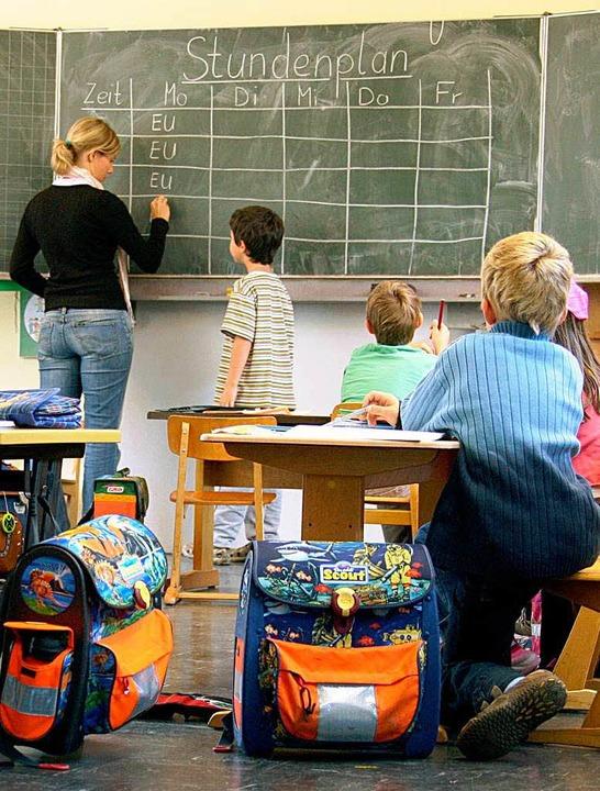 Die Landesregierung will ein Jahr früh...dem  Abbau von Lehrerstellen beginnen.    Foto: dpa